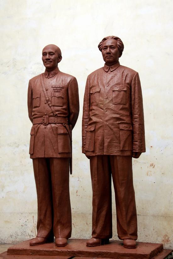 梁明诚《1945·重庆》铜 200cm 2009年