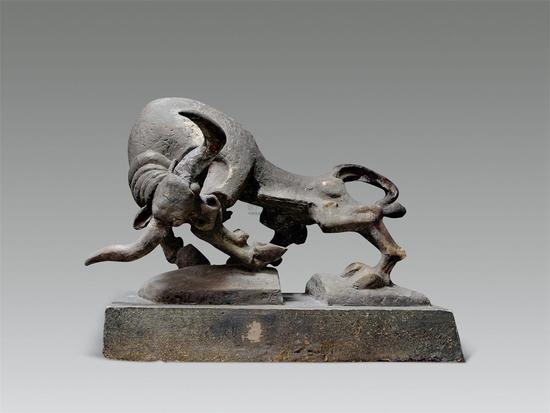 曾成钢《精灵系列-牛》铸铜 80×50×35cm 1989年