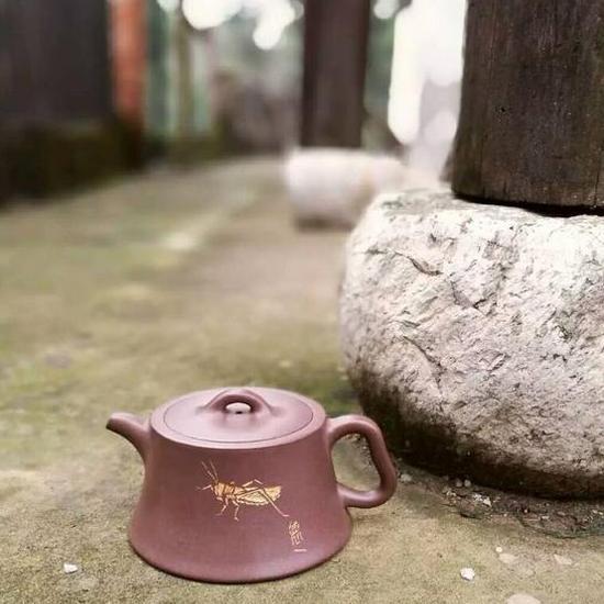 《高柱础壶》紫泥