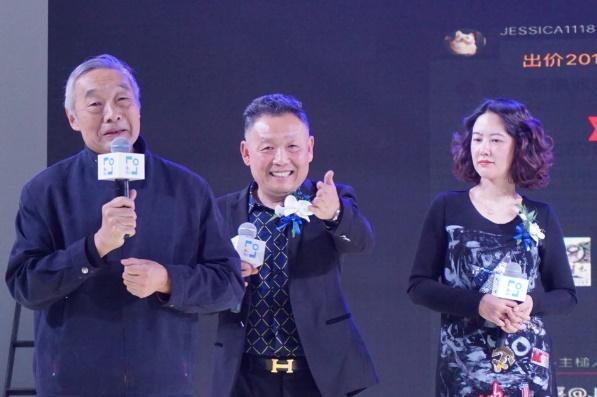 吴欢(中)徐庆平(左)齐慧娟(右)在库拍发布会现场