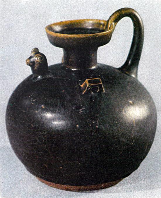 东晋时代烧造的黑釉瓷�M壶(双�M)(高十六点四公分)