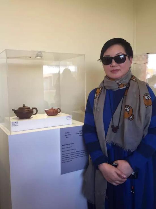 高级工艺美术师——王桂芬 参展作品:《劲竹壶》、《小南瓜壶》