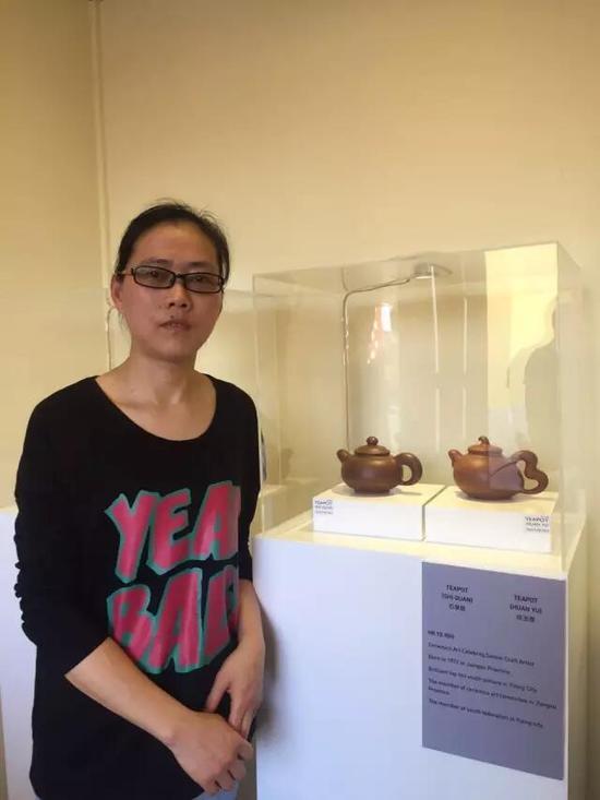 江苏省陶瓷艺术名人——何叶 参展作品:《石泉壶》、《环玉壶》