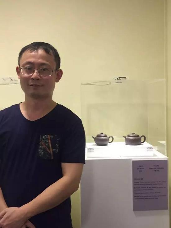 工艺美术师——葛烜 参展作品:《怀古壶》、《平盖井栏壶》