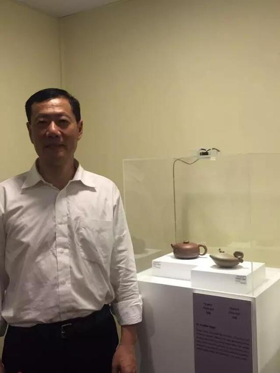 工艺美术员——许建彬 参展作品:《田趣壶系列之一》、《田趣壶系列之二》