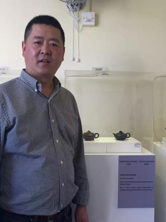江苏省陶瓷艺术名人——陈国宏 参展作品:《小石鼎壶》、《桑宝壶》