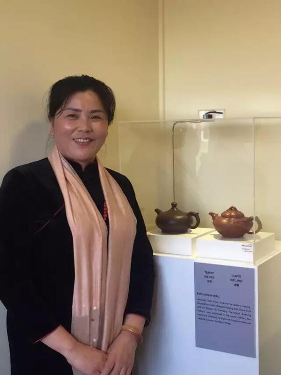 工艺美术师——范秀红 参展作品:《合梅壶》、《合菱壶》