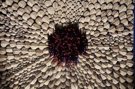 郅敏 《河图洛书—地象》,材料:陶瓷、金属