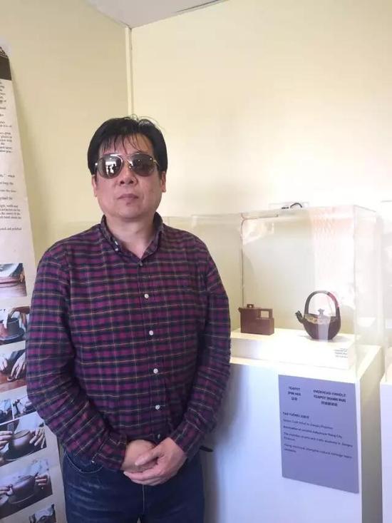 江苏省工艺美术大师——谈跃伟 参展作品:《品壶》、《祥瑞提梁壶》