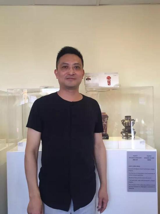 江苏省陶瓷艺术大师——蒋琰滨 参展作品:《铺首方尊》、《双犀尊》