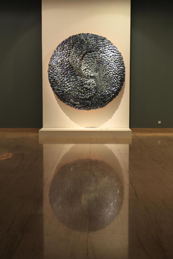 郅敏 《河图洛书—天象》,材料:陶瓷、金属