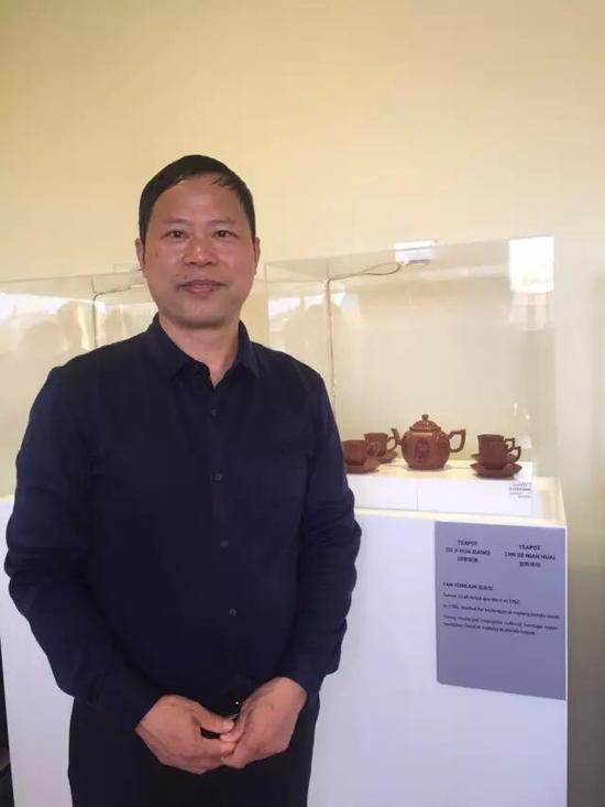 高级工艺美术师——范永军 参展作品:《四季花香壶》、《金色年华壶》