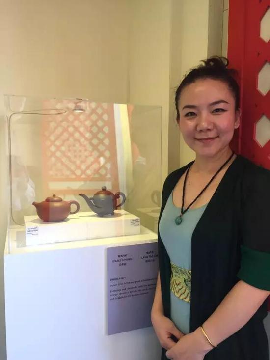 江苏省陶瓷艺术名人——朱丹 参展作品:《早春壶》、《浪淘沙壶》