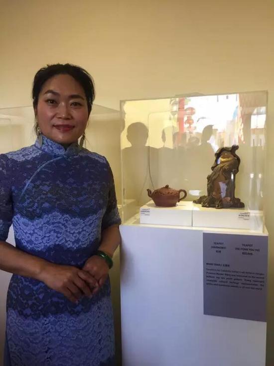 江苏省陶瓷艺术名人——王潇笠 参展作品:《和谐壶》、《荷风有鱼雕塑》