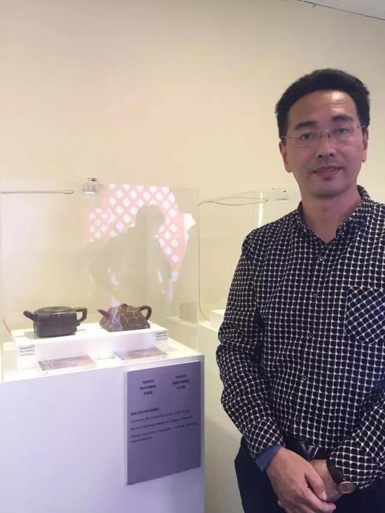 江苏省陶瓷艺术名人——鲍曙岩 参展作品:《玉琮壶》、《斗方壶》