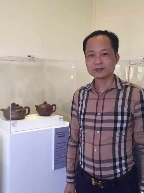 江苏省陶瓷艺术名人——范建荣 参展作品:《九狮滚球遍地锦壶》、《静心莲壶》