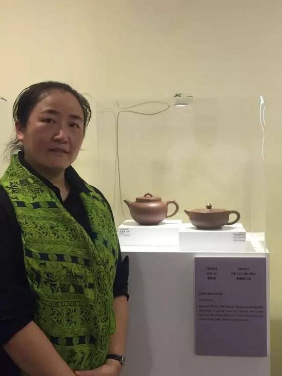 工艺美术师——邓亚亚 参展作品:《累积壶》、《雨露莲心壶》
