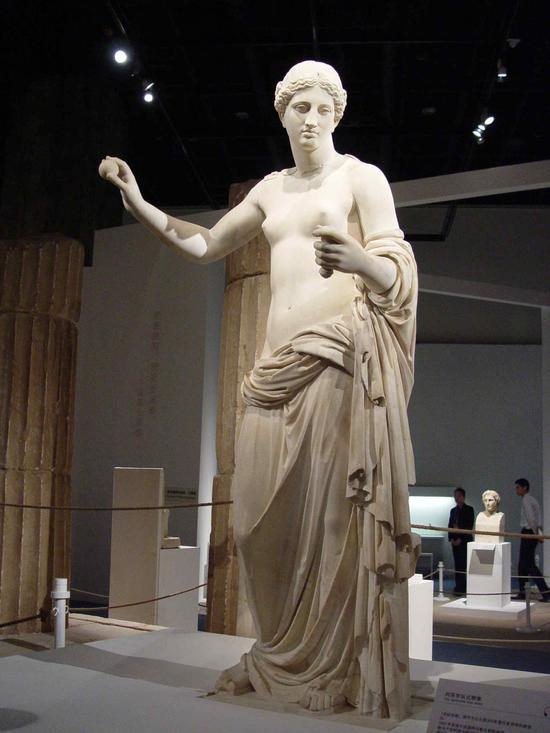 古希腊雕塑《拿苹果的维纳斯》