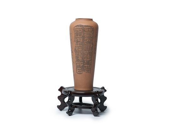 任淦庭(1888.8-1969.12)段泥赏梅 铭文:晋元康砖文。 尺寸:H 22cm RMB: 80,000-120,000