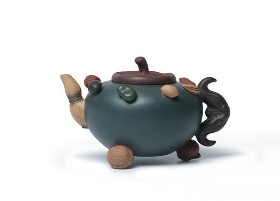 蒋蓉(1919-2008)百果壶 钤印:蒋蓉(底款);蒋蓉(盖款) 容量:250cc RMB: 250,000-300,000