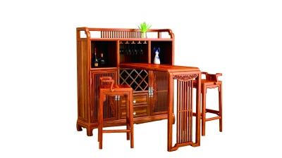 大果紫檀制作的家具色泽温润