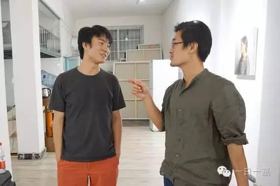 焦捷(左)与张立涛(右)交谈