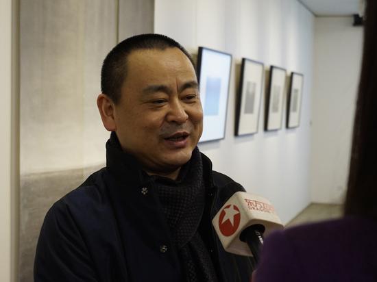 艺术家陆春涛接受媒体采访