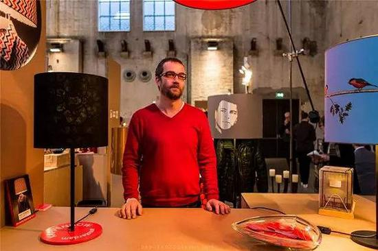 #设计师Jasper Livius先生和他设计的艺术灯罩#