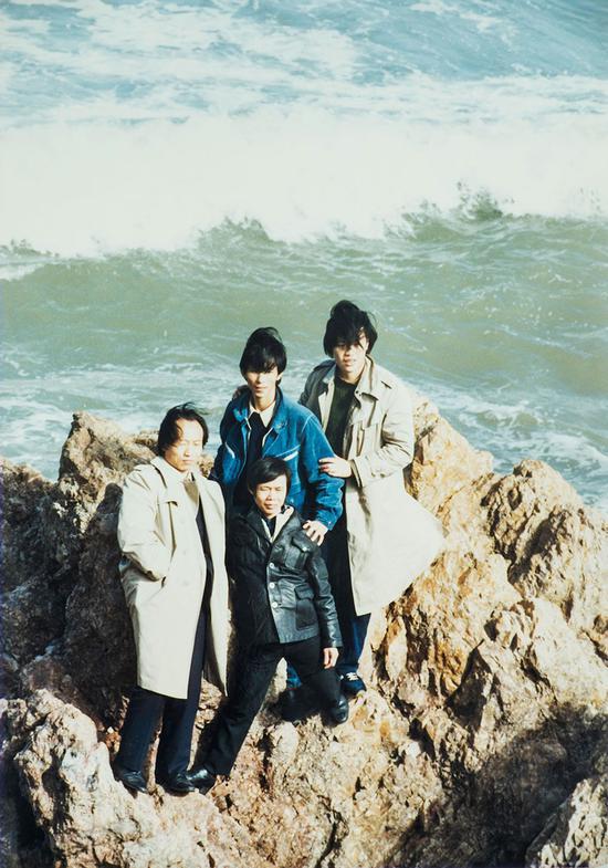 冯大中、何家英、谢振瓯、刘临在中国工笔画学会成立之时在山东烟台的合影,至今已经将近30年了。