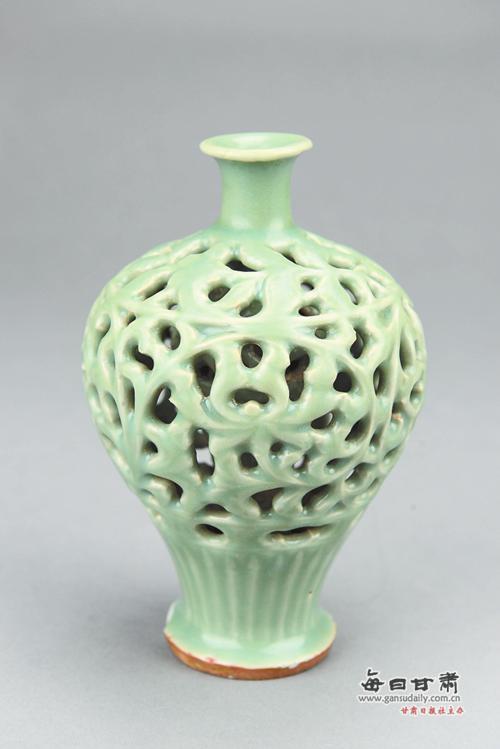 元代花瓶   时代:元代   出土地点:华亭县   珍藏单位:华亭县博物馆