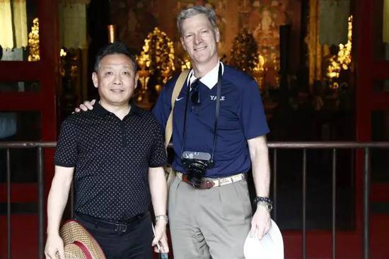 2016年5月,吴欢与美国洛克菲勒家族传人史蒂文·洛克菲勒在故宫进行艺术创作采风