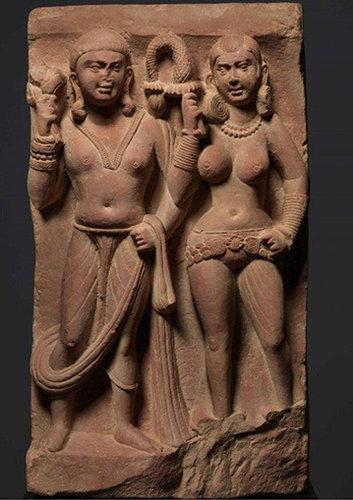 一件来自印度的红色砂岩浮雕,大约出自1-2世纪,由Doris Wiener在2002年购得,她去世后这件艺术品在佳士得上拍。