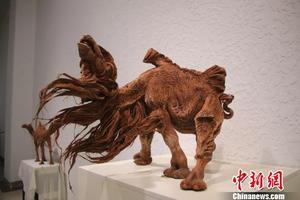 内蒙古牧民与泥塑骆驼的传习情