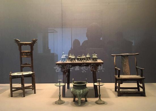 太仓出土的明式家具,因为墓葬品尺寸稍小,但蕴含与建筑相合的极大架构。2