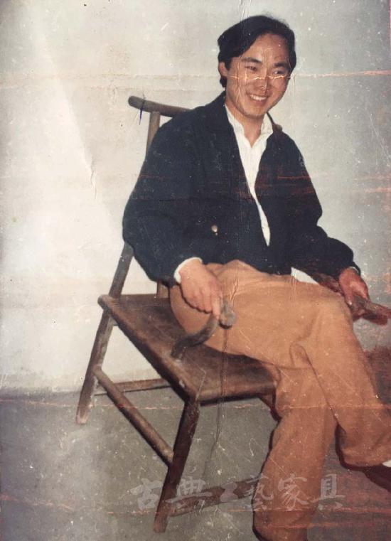 1996年椅子被陈虎在西山原户主家发现。