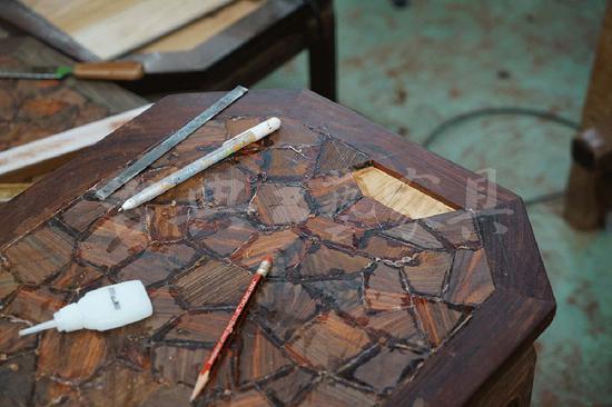 """从结构到造型的纽带,是工人或匠人的""""技"""":一个木工,将木头做成各种结构,然后将结构组合成造型,成为一个有功能的用具。这是具的层面。1"""