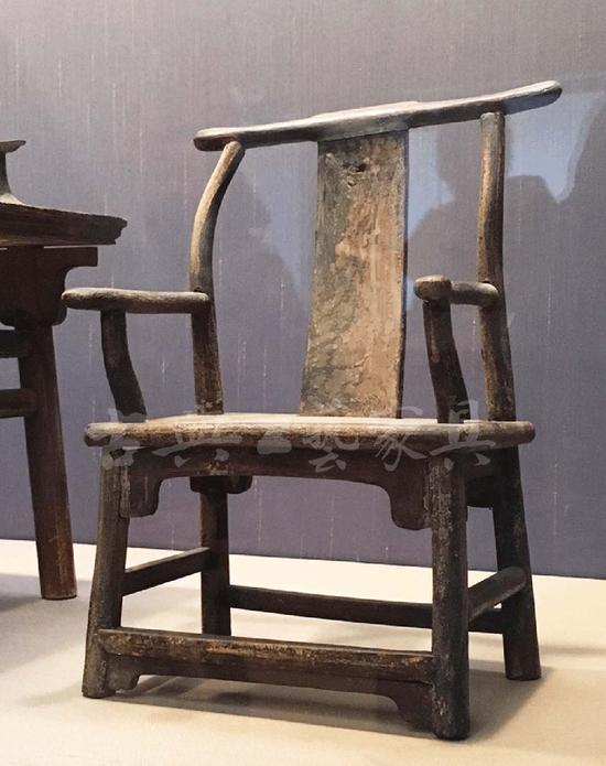 太仓出土的明式家具,因为墓葬品尺寸稍小,但蕴含与建筑相合的极大架构。1