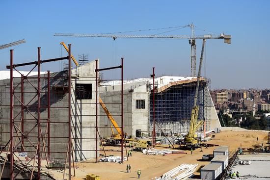 正在建设中的大埃及博物馆。 新华社图