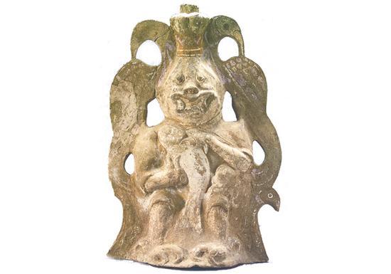 神人手抱鱼陶器座(河南博物院)