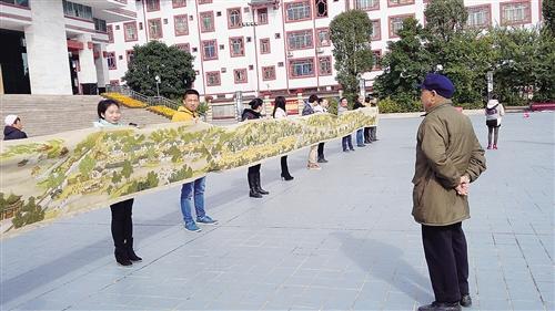 22米《清明上河图》刺绣展出 本报通讯员 李道永 摄