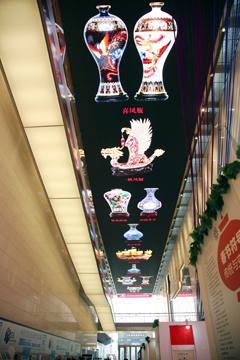 天桥艺术中心天幕展示中国十大景泰蓝国礼