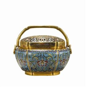 清乾隆铜胎掐丝珐琅荷塘莲纹海棠式手炉