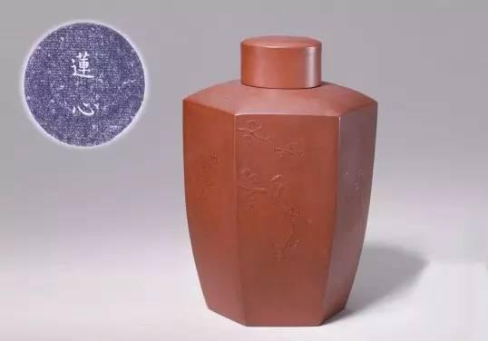 宜兴窑紫砂莲心铭花鸟六方茶叶罐,清雍正,高13cm,口径3.6cm,底径5.9cm。