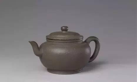 宜兴窑紫砂圆壶,清朝雍正,高8.5cm,口径7cm,足径7cm。