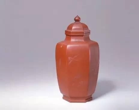 宜兴窑紫砂芦雁纹六方茶叶罐,清乾隆, 高16.2cm,口径4cm,足径4.7cm。