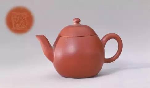 宜兴窑紫砂小圆壶,清嘉庆,高5.2cm,口径3.4cm,足径2.7cm。