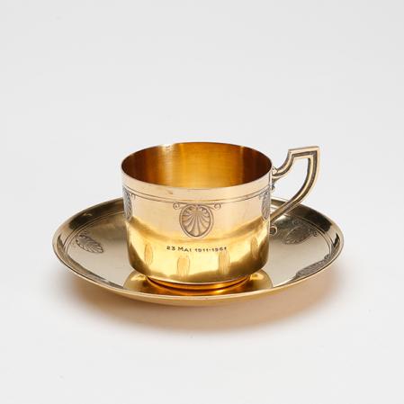 """西泠网拍 1961年""""五十年金婚特别定制""""法国950纯银镀金咖啡杯碟    估价RMB:2,800-4,000"""