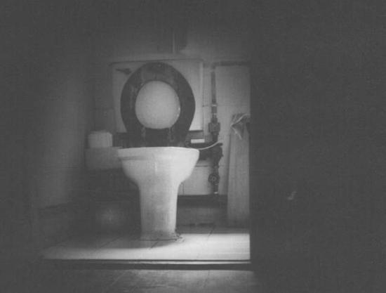 20世纪60年代末,林风眠把大量作品冲毁在这个抽水马桶里…