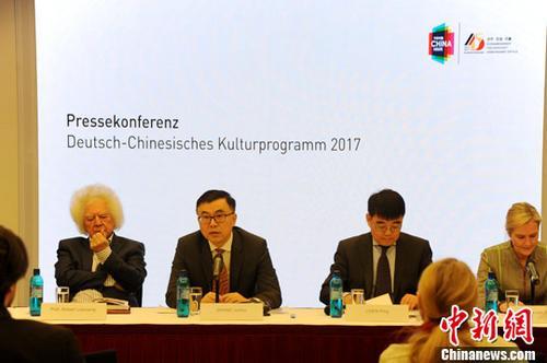 当地时间2月15日,中国驻德国大使馆举办新闻发布会,启动中德建交45周年系列文化活动。图为发布会现场。中新社记者 彭大伟 摄