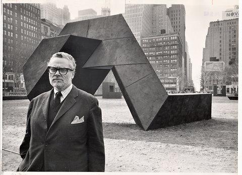 托尼·史密斯与他的雕塑《蛇的出现》